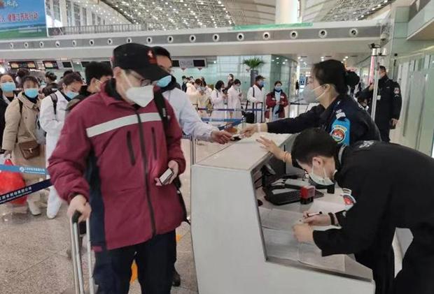 南昌昌北国际机场安检员江健